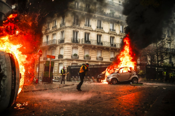 %22Gilets+Jaunes%22+dangerous+anti-government+protests