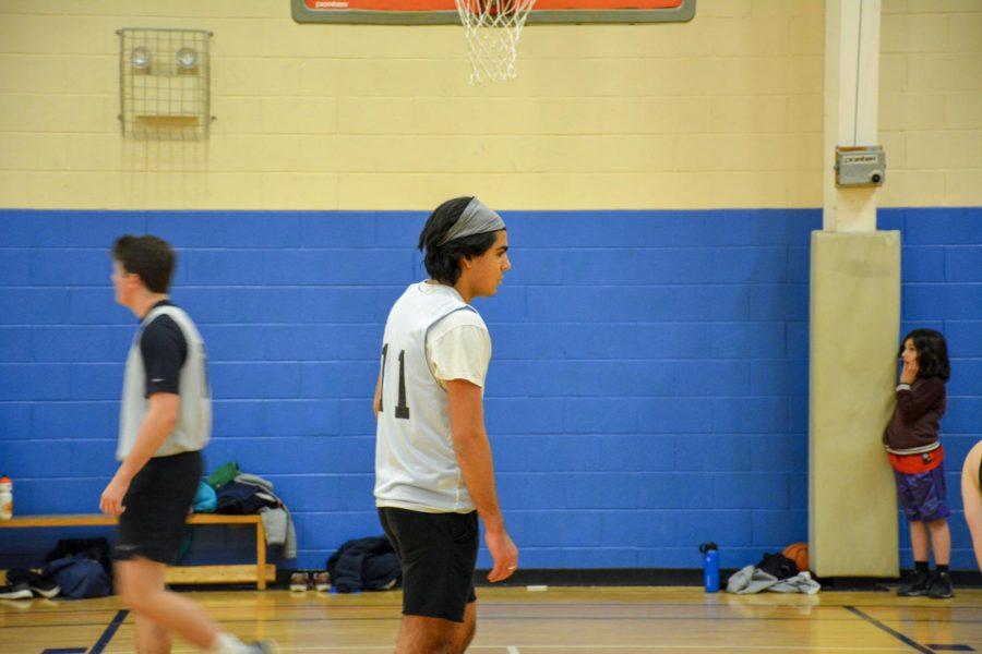 Dimitri Lara (19) on the court