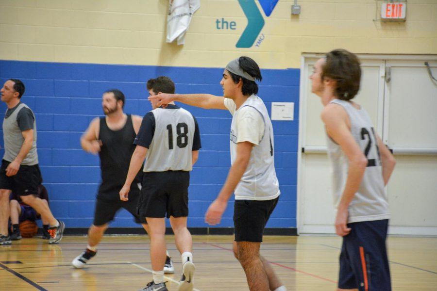 The Fleet team members running a play (center: Dimitri Lara '19)