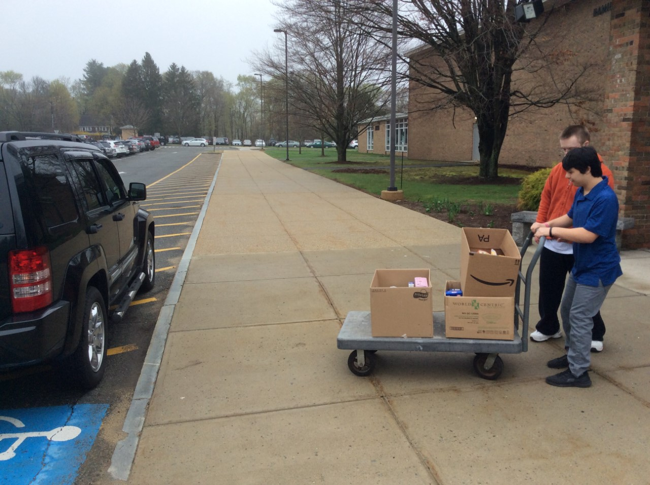 Max Vanderwilden ('21) and Timothy LaBudde ('21) loading the donated food into Ms. Nygren's car